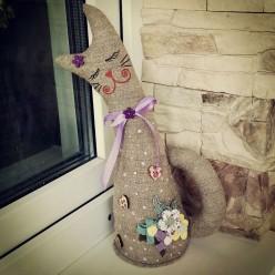 """Игрушка из полотна в фиолетовом цвете """"Кошка с закрытыми глазами"""" (ГИ-0003)"""